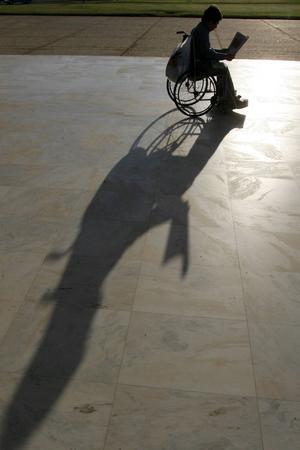 Även människor med funktionshinder ska kunna vara fullt delaktiga i samhället.