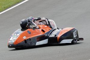 Motorcykeln kan komma upp i hastigheter mot 250 km/h. Då gäller det att hålla i sig.