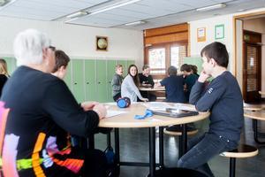 De lärare som tillhör någon av riskgrupperna måste ges möjlighet att arbeta hemifrån, anser deras fackliga företrädare.