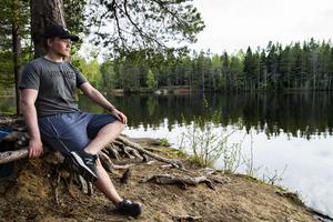 Maximilian Olson, från Sund berättar att han behöver komma ut i naturen för att få varva ner och känna ett lugn. Med ställen som Hörnsjön bakom knuten finns det alltid ett lämpligt ställe i närheten.