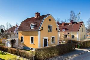 Huset på Skyytegatan i Örebro har ett optimalt läge, menar mäklare Mikael Rantala. Foto: Veronica Bengtsson