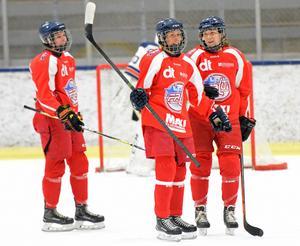 Lina Wester och Klara Myrén spelade inte särskilt ofta i samma kedja under Leksandstiden. Men i Falu IF-tröjan fick deras samarbete på isen en flygande start.
