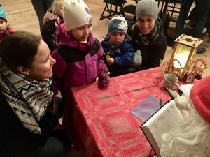 Helena Granbom med dottern Milla Granbom Rejving är på besök hos kusinen i Örebro, Victor Wedholm Granbom med mamma Ulrika Granbom. Helena och Ulrika är systrar.