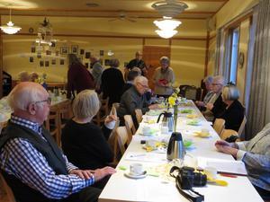 När Sotholms härads hembygdsförening hade årsmöte såg man till att hantera all formalia snabbt, så att det blev mer tid över för trevligheter. Foto: Lena Håkansson