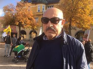 Modersmålsläraren Ali Zerdest är orolig att den turkiska armén ska fortsätta framåt i Syrien och nå Kurdistan.