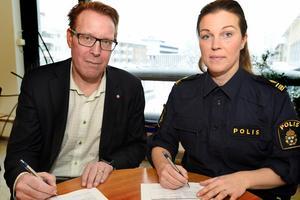 Peter Kärnström, kommunalråd (S) och Johanna Westlin, kommunpolis i Sandviken. BILD: Sandvikens kommun