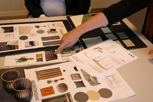 Naturnära färger med smidiga lösningar och hållbart material har varit grundstenarna i inredningen.