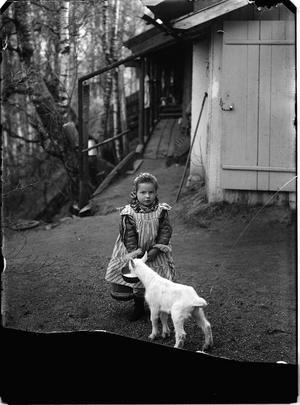Signe Grankvist, född 1909 i Norra Tjärna. Hon bodde bakom Jones affär vid kyrkan i Gagnef.Foto: Hans Per Persson