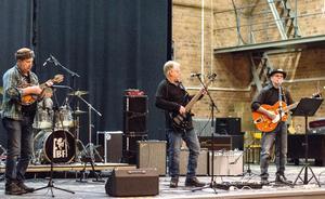 Ett annat av minifestivalens band var Never to Late från Skinnskatteberg. De blandade in irländska klanger i musiken och påminde om att det faktiskt var Saint Patrick's day på lördagen.