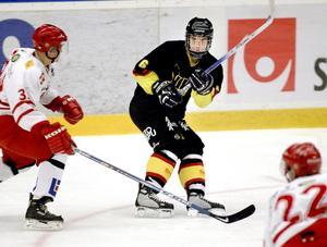 Säsongen 2005-2006 var första gången VIK-talangen Mikael Backlund fick prova på a-lagsspel. Tre år senare lämnade han för NHL och Calgary Flames. FOTO: Arkiv