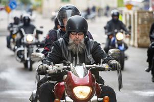 Sundsvalls Motor Cycle Club anordnade för 19:e gången Motorcykelns dag i Sundsvall. Ambitionen var att slå rekordet i antalet deltagande hojar från 2013, 1017 stycken. Vädret satte dock käppar i hjulet för det. Här är kortegen på väg in mot Stora torget i Sundsvall.