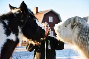 Ulla trivs bäst med sina djur och det var därför hon en gång i tiden sade upp sig från ett kontorsjobb. Hon ville få mera tid med, exempelvis, hästarna.