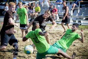 Det brukar bli heta matcher i sanden och en hel del snygga mål under cupdagarna.