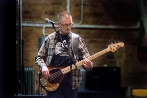 Peter Lindqvist, basist i Rory and Gang, spelar på en Music Man Stingray. Precis som de andra i bandet har han spelat musik länge, sedan 1980-talet.
