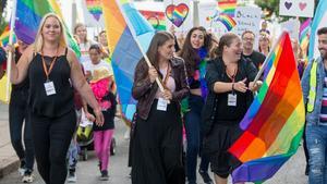 Prideparad Södertälje 1 september 2018. Från vänster Anna Von Walden (kassör som avgått från styrelsen efter Priden), Mira-Johanna Lammi (ordförande), Micaela Lammi (styrelseledamot/sekreterare) och Johan Can  (ersättare).