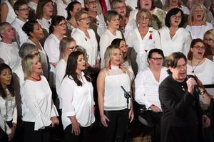 Popitoppkören gästades av sångaren Thomas Lundgren från gruppen Roulette.