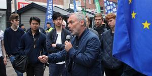 Jan Björklund (L) avverkar fem av Sveriges åtta största städer på tre dagar inför söndagens val till EU. På torsdagen manade han västeråsare att inte äventyra de viktiga samarbetena inom EU, bland annat klimatfrågor, handel och arbetsmarknad.