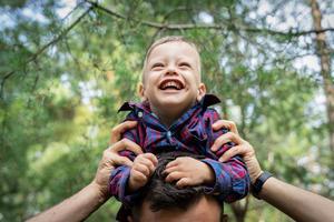 Oskar är två och ett halvt år och har fått CBD-olja större delen av sitt liv.