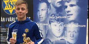 Niklas Öhlén tog SM-guld i brottning.