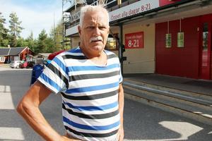 Sture Lindstedt bor i Järbo. Han tror att Järboborna är oroliga eftersom bränderna ännu inte uppdagats ordentligt.