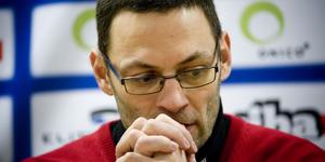 Peter Popovic direkt efter att SSK tvingats lämna SHL.  Foto: Bildbyrån.