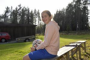 Matilda Högqvist Bandefur hemma på gården i Höstsätern, norr om Idre.