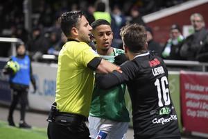 Tumult uppstod mellan VSK-spelaren, Boris Ljevar och Jonathan Morsay efter incidenten.