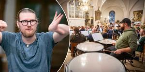Björn Waldebrink dirigerar Lyran och kören. Foto: Lennye Osbeck.
