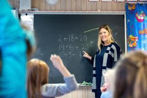 För den svenska skolans långsiktiga utveckling är det förödande att inte uppskatta och premiera lärares erfarenhet och kontinuitet, skriver insändaren.