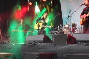 Lisa Miskovsky spelade både nya låtar och gamla klassiker som Why start a fire.