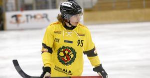 Nico Nevalainen fick föras till sjukhus efter en ful tackling i Kalix. Med sig hem fick ÖSK ändå två sköna poäng, och bröt en lång räcka av segerlösa matcher på bortaplan.