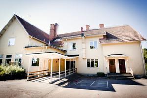 Den nu kallställda 103-åriga skolbyggnaden i Gubbo rivs förmodligen under semesterperioden nästa sommar.