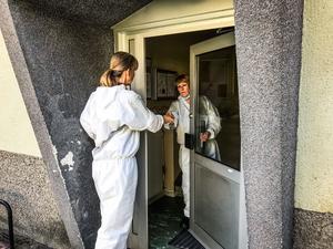 Vid 14-tiden på fredagen avslutade polisens tekniker sin undersökning och lämnade platsen.