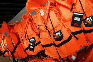 I sommar kan man hyra flytvästar hos räddningstjänsten.
