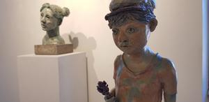 Annica Sundh visar även skulpturer på utställningen på lördag.