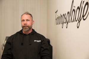 """I 20 års tid har Patrik Holmlund drivit gymföretag i Ludvika. """"Det gäller att aldrig stå still, man måste vara lyhörd och lyssna på kunderna och alltid ha något på gång. Då är det riktigt roligt"""", säger han."""