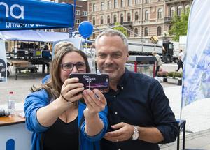 Erika Markusson passade på att ta en selfie med partiledaren.