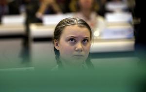 En djävul i flätor, tycks trollen tänka. Hatet mot Greta Thunberg är gränslöst och oacceptabelt. Foto: AP Photo/Virginia Mayo