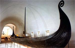 Först Gokstadskeppet omkring år 900 är i sin form ett seglande skepp. Vi skulle inte ha vetat något om detta om inte de norska båtarna har blivit bevarade mer eller mindre i sin helhet.