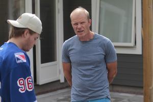 Pappa Lars-Olof har varit med under stora delar av Rickards hockeyresa.