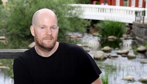 Mikael Strömberg är uppvuxen i Norrtälje, men har bott i Stockholm i flera år. I augusti flyttar han till Spillersboda.