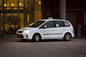 Tuwa Specialtransporter har en och en halv vecka på sig att ordna fram fler bilar.