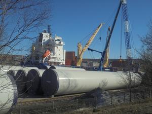 Lossning av vindkraftverk i Härnösands Hamn för att klara framtidens energiförsörjning i Norrland