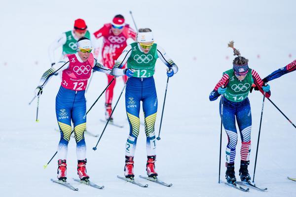 Charlotte Kalla och Stina Nilsson tog Sverige till final i sprintstafetten. Bild: Petter Arvidson/Bildbyån