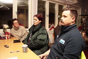 Jenny Lärka, Linda Elfwendahl och Björn Johansson sågar förslaget att lägga ned högstadiet på Jernvallsskolan.