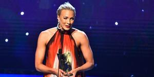 Sarah Sjöström tar emot priset som årets kvinnliga idrottare vid Idrottsgalan 2019.
