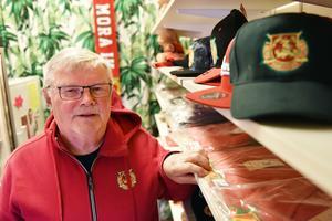 Kopplingen mellan Mora IK-souvenirer och Hälsobutiken må vara trevande men för en del är nog Mora IK balsam för själen.