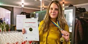Johanna Hildingsson, mejerista och vd:n för Forsa gårdsmejeri, tog guld i kategorin hälsingeostkaka med släktens hemligt recept.