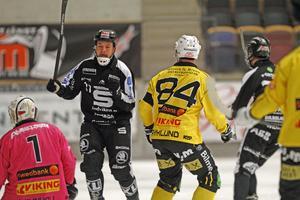 Christoffer Edlund var matchen store målskytt med sex mål för Sandviken.