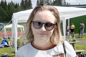 Julie Antonsen, 19, jobbar på kundtjänst, Ånge:
